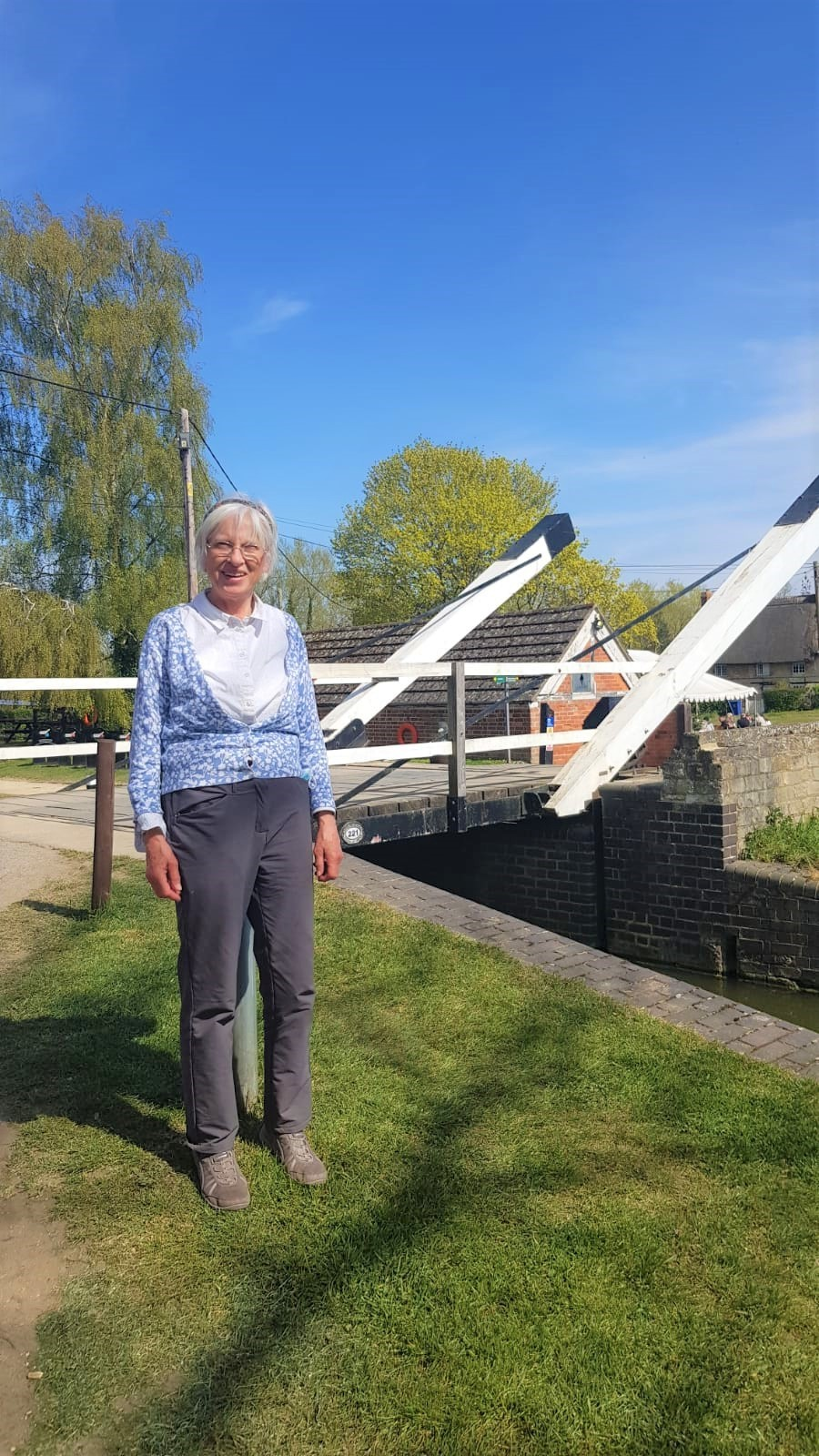 Elaine Steane at Thrupp swing bridge