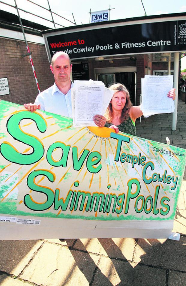 thisisoxfordshire: Nigel Gibson and Jane Alexander campaigning to keep Temple Cowley Pools open in 2010