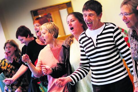 thisisoxfordshire: The show goes on for singing estate