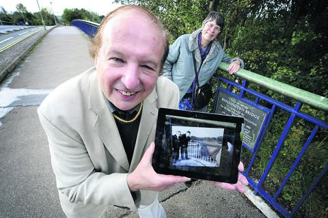 David Newman and Wendy Hill test the app at Oxford's Donnington Bridge