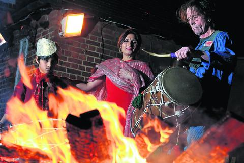 Kavita Pal with her son Taran and Chris Hills of the group Red Dhollies. Picture: OX56662 Ric Mellis