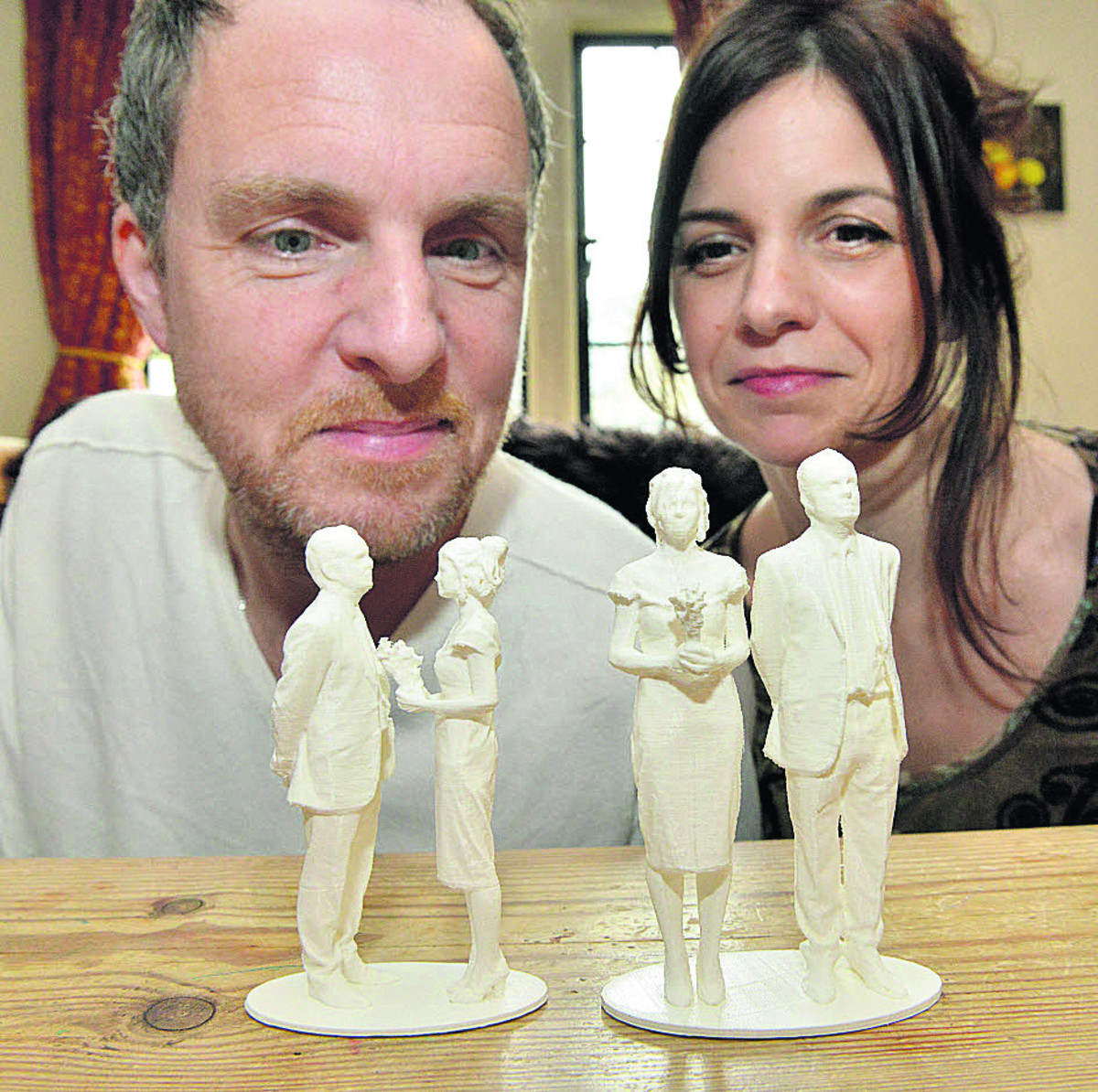 3D printer creates 'selfies' for couple's wedding cake