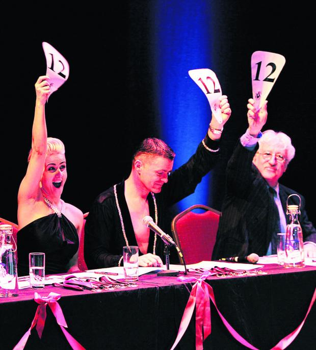thisisoxfordshire: Judges Jade Main, David Roberts, centre, and Bill Heine cast their votes.  Pictures: OX64817 Ed Nix
