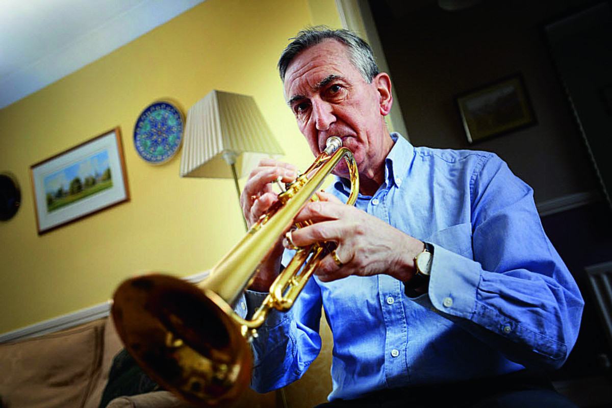 Trumpeter blows last note for big band