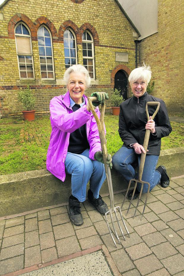 thisisoxfordshire: Wendy Ball and Phyllis Starkey, right, in the new garden outside the Old School building in Walton Street       Picture: OX66058 Antony Moore