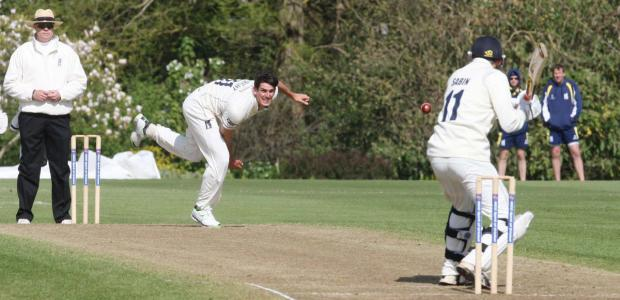 thisisoxfordshire: Oxford MCCU's Lloyd Sabin faces up to Chris Wright