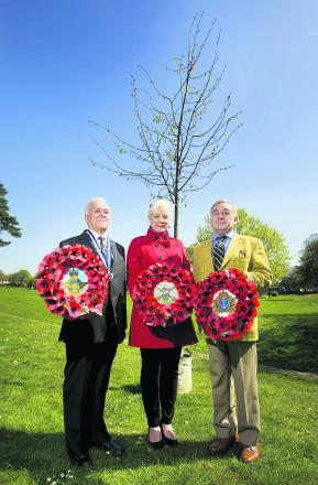 Katharine Harborne with Oxfordshire Royal British Legion chairman Jim Lewendon, left, and Oxford East Conservative Association preside