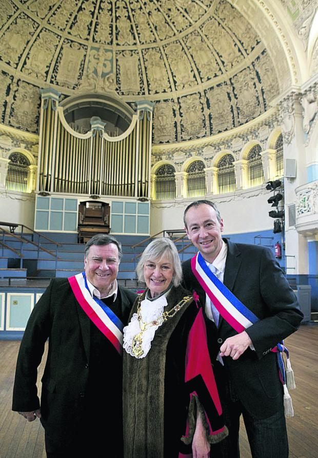 thisisoxfordshire: Bernard Macret, left, and Pascal Clouaire with Oxford Lord Mayor Dee Sinclair