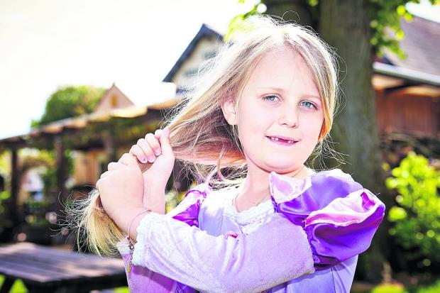 thisisoxfordshire: Freya Gregory has a drastic haircut to help poiorly children who need wigs
