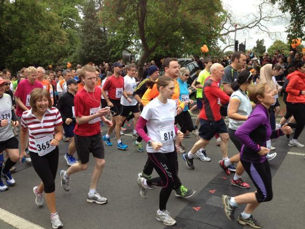 thisisoxfordshire: Thousands take part in the Town and Gown race