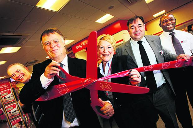 thisisoxfordshire: Andrew Smith MP, second left, cuts the ribbon with Post Office staff, from left, Steve Francis, area manager Bronwen Thomas, Steve Rice and Akeem Oyedeji      Picture: OX67691 Ed Nix