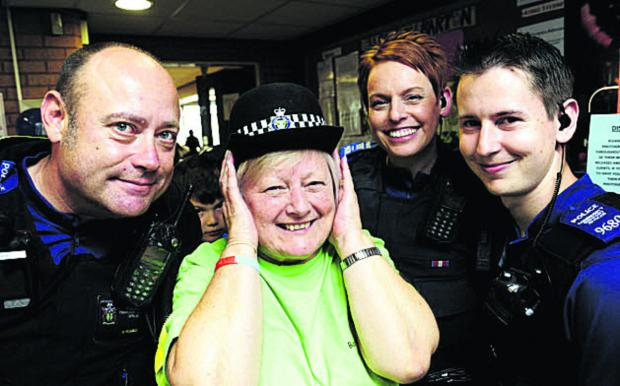 thisisoxfordshire: PCSO Nigel Pearce, Sue Holden, PCSO Rachel Cooper and PCSO Thomas Ciotti     Pictures: OX68210 David Fleming