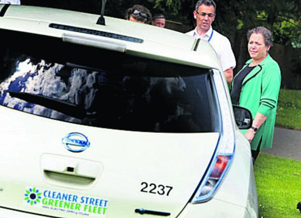 Baroness Kramer inspects one of the city council's green vehicles with parks operational manager Ian Thompson          Picture: OX68297 Damian Halliwell
