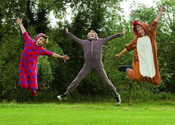 thisisoxfordshire: Ally Mitchell, Gabriel Mitchell and Paul Robinson-Tillyer, all aged 12, are running a 10k wearing onesies to raise money for Cancer Research UK		Picture: OX68626 Antony Moore