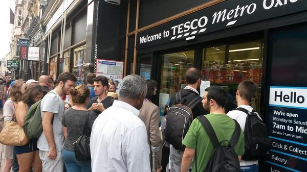 Oxford shoppers gather as citycentre stores hit by power cut
