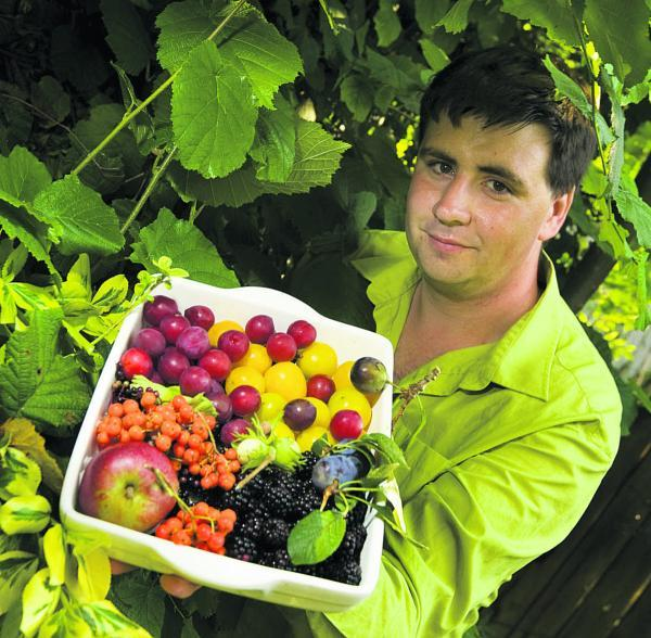 Jack Pritchard, from Rose Hill, has created an interactive, online map of places where wild food can be picked legally in Oxford. Picture: OX69024 Antony Moore