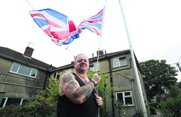 Christopher Bishop with the flagpole and Union flag at his housing association home in Kidlington. Picture: OX69577 Richard Cave