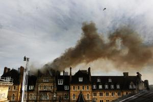 Randolph Hotel: Hundreds of witnesses watch as iconic venue burns