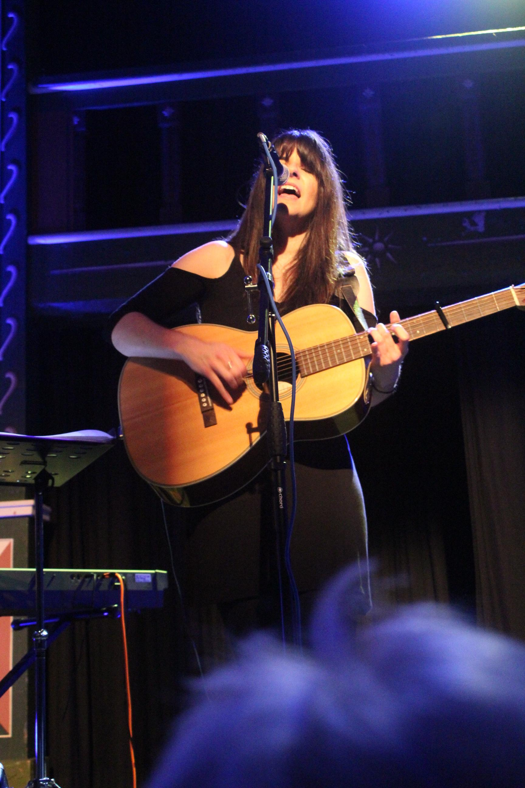 Holywell Music and Folk presents Jess Vincent